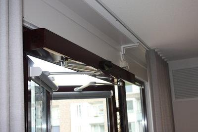 Dubbele draaideurautomaat B105, inclusief mechanische sluiting door veersysteem